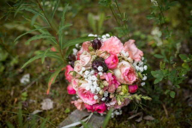 2017, Max & Juliane in Hessen, Hochzeitsshooting, Blumenstrauß