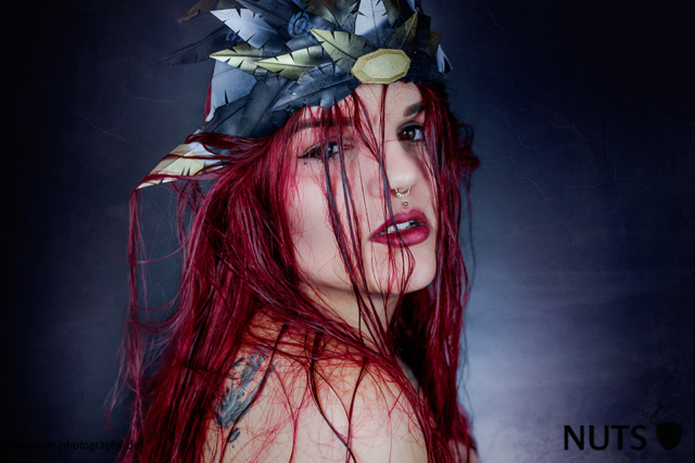 dark, dunkel, düster, queen, red hair, headpiece, tattoo, dark lips